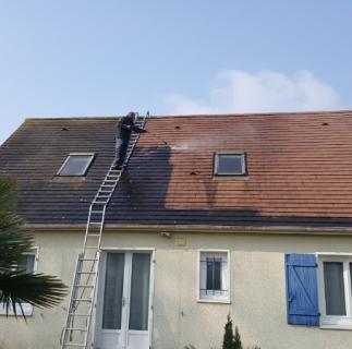 nettoyage toiture tuiles mécanique a Mathieu situe  a  5 km de Caen